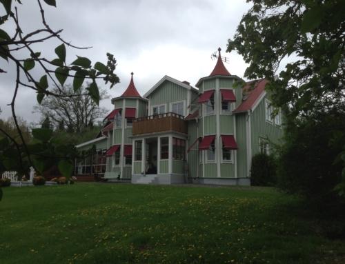 Bengt & Agneta Andersson på Västragården i Sävsjö, så smidigt att få hela fönsterbytet utfört av Smålandsfönster!