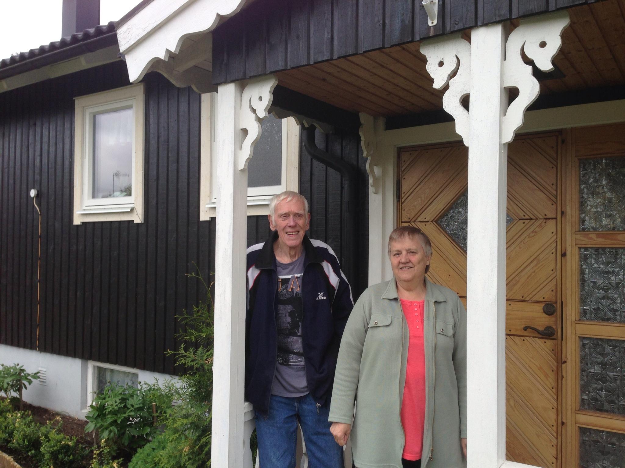 Tage o Anita Johnson i Holsbybrunn, det blev så ljust och luftigt med nya fönster och otroligt lättskötta fönster!